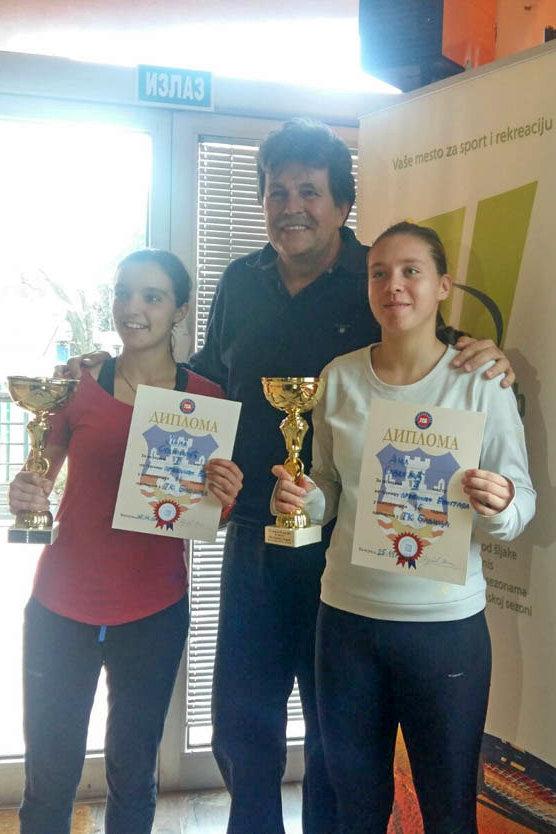 Finalistkinje Lana i Ana sa sudijom Miodragom Markovićem