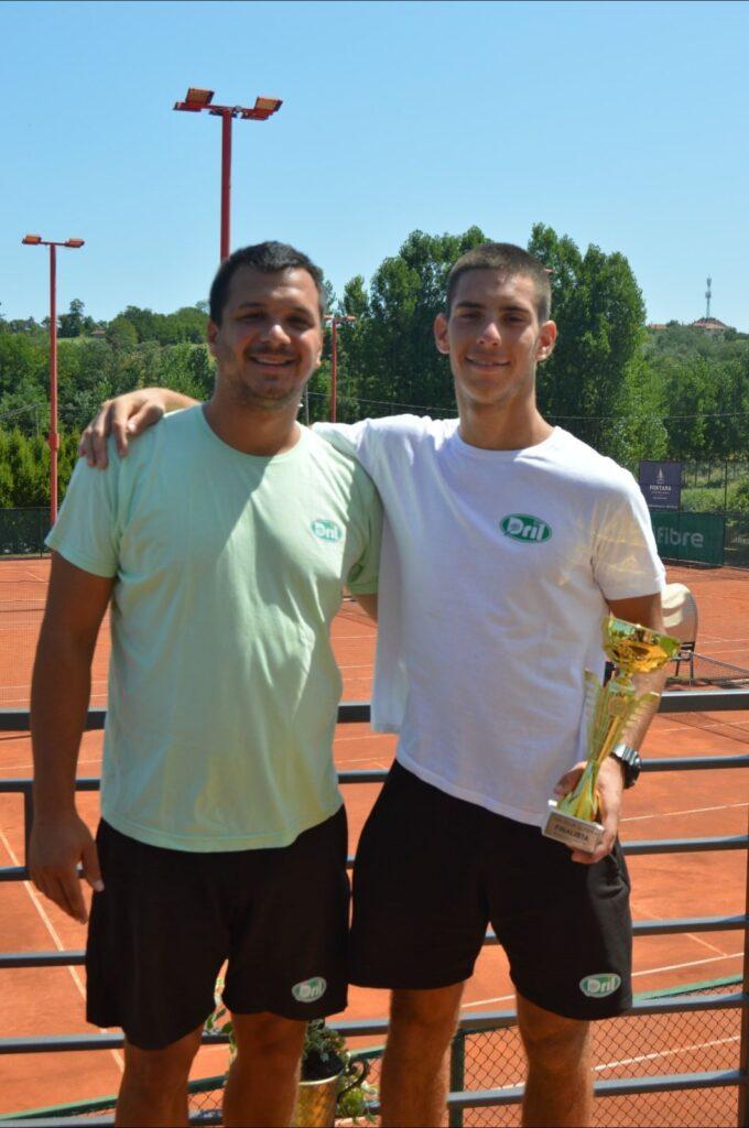 Leon Nikolić i trener Aleksandar Pavličević